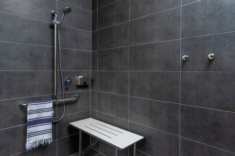 Barcoo Cottage shower with seat down